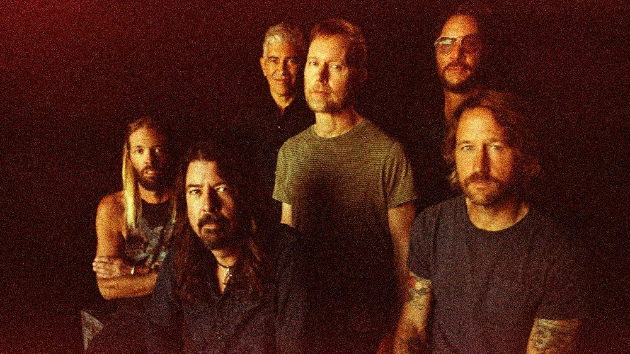 M_FooFighters630_111020